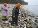 Anna og Mads på stranden ved Mommark