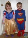 Anna og Mads klar til fastelavn i børnehaven